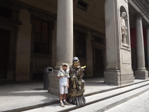 Kids love street entrtainers